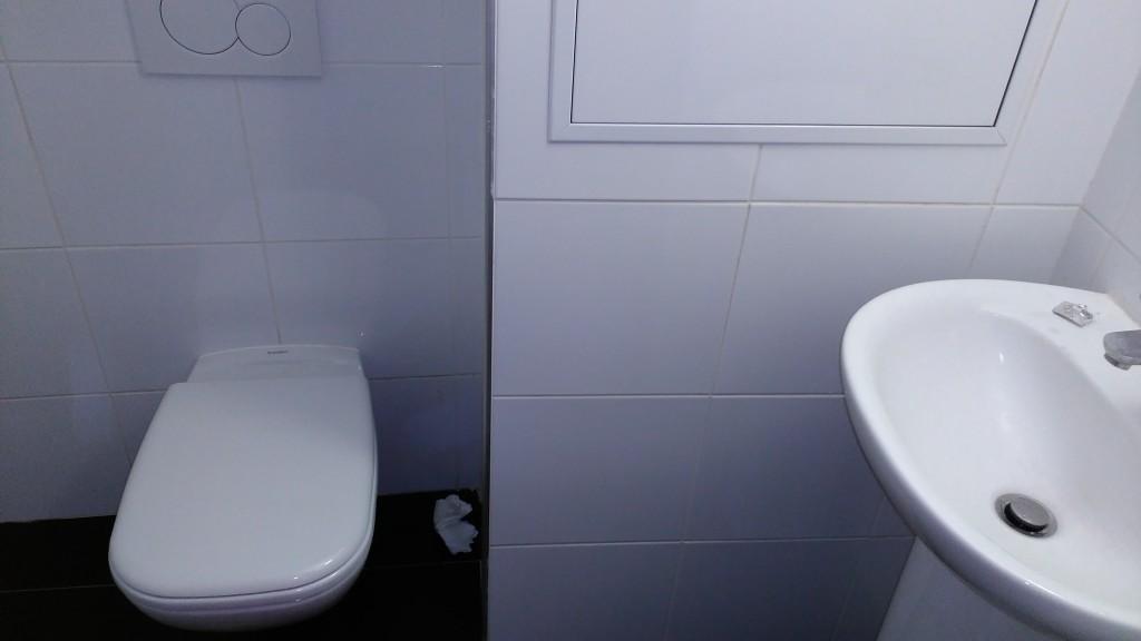 les toilettes du sexshop lanterne lyon