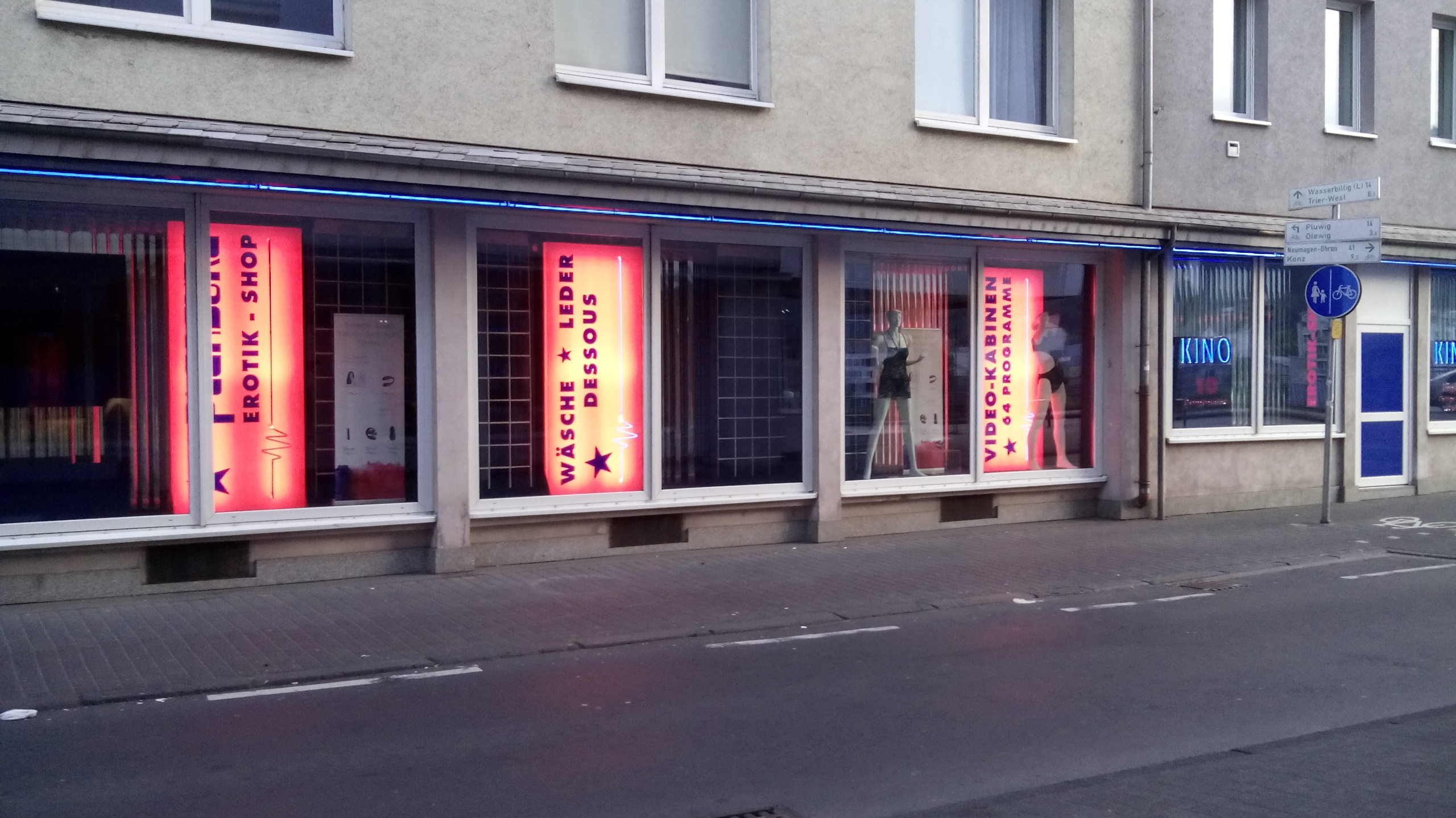 sex shop trier eiterblase bauchnabelpiercing